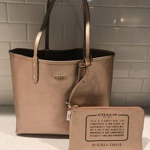 Nwt coach reversible tote w/pouch
